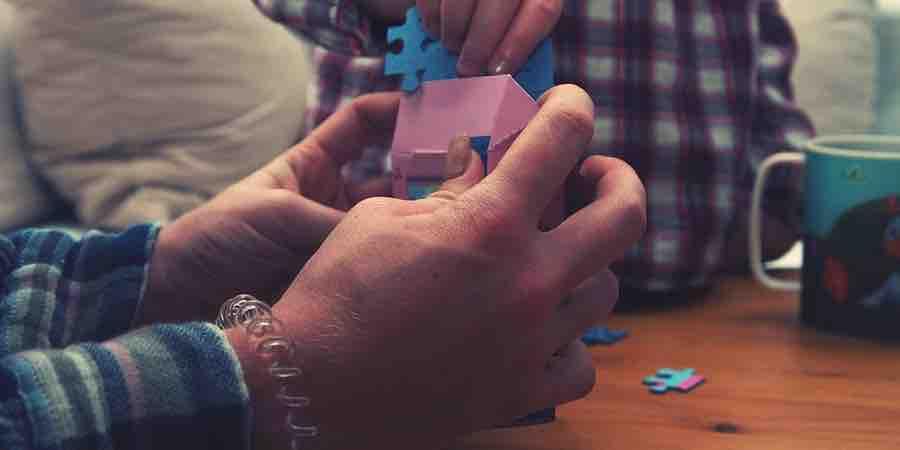 Desarrollo de las habilidades motoras jugando con puzzles