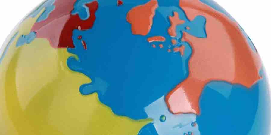 Estimula la curiosidad por la geografia con un globo tierra Montessori